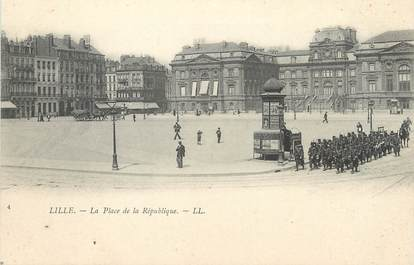 """/ CPA FRANCE 59 """"Lille, la place de la République"""""""
