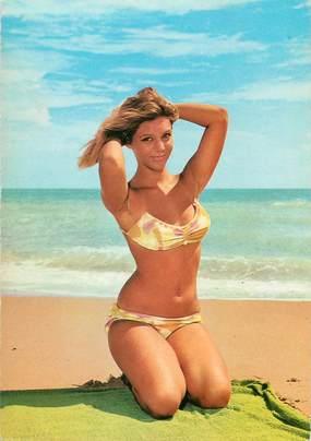 """/ CPSM BAIGNEUSES """"Jeune Femme posant sur la plage""""  /  NU"""