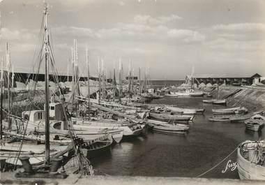 """/ CPSM FRANCE 17 """"Ile d'Oléron, Saint Trojan Les Bains, le port"""" / BATEAU"""