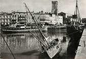 """17 Charente Maritime / CPSM FRANCE 17 """"La Rochelle, le quai Duperré et l'église Saint Sauveur """""""