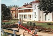 """38 Isere / CPSM FRANCE 38 """"La Tour du Pin, le jardin de l'hôtel de ville"""""""