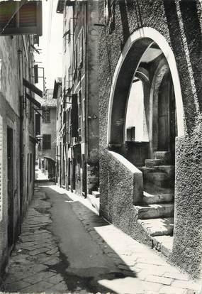 """/ CPSM FRANCE 06 """"Villefranche sur Mer, rue et maisons typiques dans la vieille rue"""""""