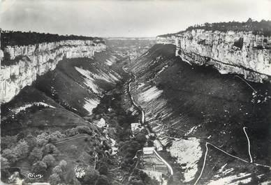 """/ CPSM FRANCE 39 """"Grotte de Baume les Messieurs, vue générale de la vallée"""""""