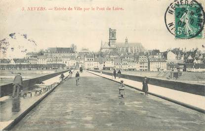 """/ CPA FRANCE 58 """"Nevers, entrée de la ville par le pont de Loire"""""""