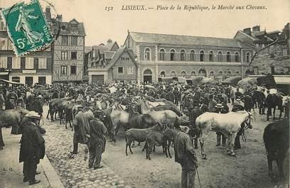 """CPA FRANCE 14 """"Lisieux, place de la République, marché aux chevaux"""""""