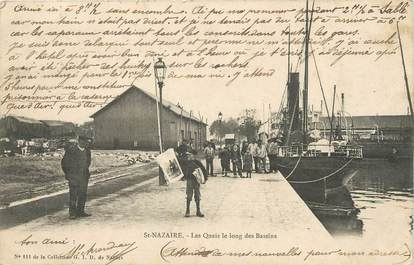 "/ CPA FRANCE 44 ""Saint Nazaire, les quais le long des bassins"""