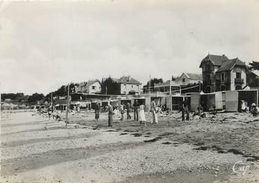 """/ CPSM FRANCE 44 """"La Bernerie, la plage vers le casino"""""""