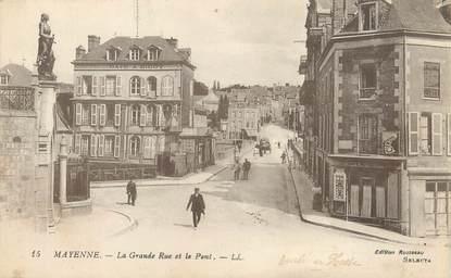 """/ CPA FRANCE 53 """"Mayenne, la grande rue et le pont"""""""
