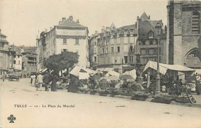"""/ CPA FRANCE 19 """"Tulle, la place du marché """""""