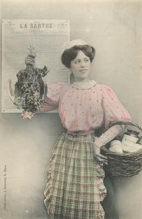 """/ CPA FRANCE 72 """"Jeune femme avec une poule """""""