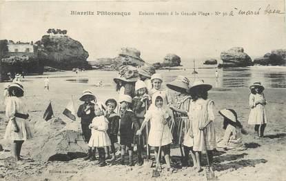 """/ CPA FRANCE 64 """"Biarritz Pittoresque, enfants réunis à la grande plage nr 30"""""""