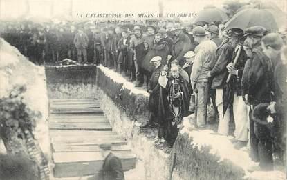 """/ CPA FRANCE 62 """"La Catastrophes des mines de Courrières, bénédiction de la fosse commune"""""""