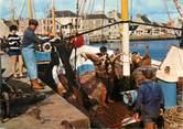 """50 Manche / CPSM FRANCE 50 """"Saint Vaast La Hougue, retour de pêche """""""