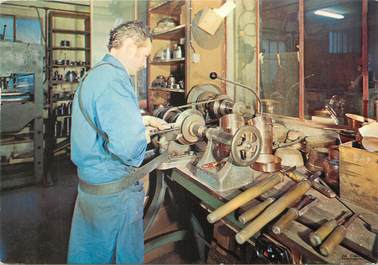 """/ CPSM FRANCE 50 """"Villedieu les Poeles, atelier Delalande, artisanat du cuivre"""""""