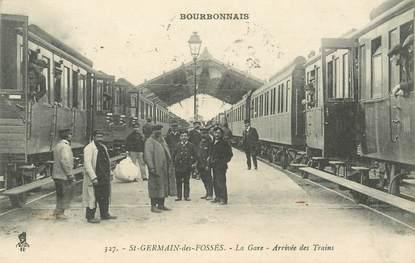 """CPA FRANCE 03 """"Saint Germain des Fossés, la gare, arrivée du train"""""""
