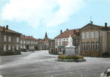"""/ CPSM FRANCE 55 """"Damvillers, place Maréchal Girard"""""""