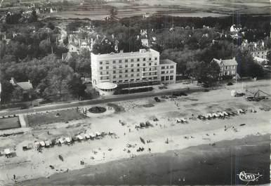 """/ CPSM FRANCE 56 """"Carnac, vue aérienne, la plage et l'hôtel Britannia"""""""