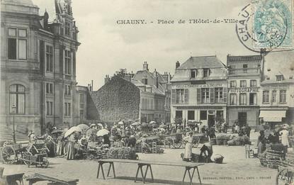 """/ CPA FRANCE 02 """"Chauny, place de l'hôtel de ville"""""""