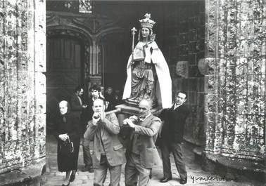 """/ CPSM FRANCE 56 """"Guern, procession de Notre Dame de Quelven"""""""