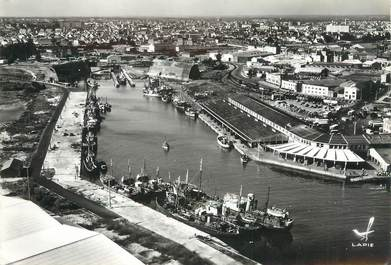"""/ CPSM FRANCE 56 """"Lorient, le port  de pêche"""""""