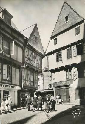 """/ CPSM FRANCE 56 """"Vannes, place Saint Pierre, maisons du XVIè siècle"""""""