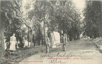 """/ CPA FRANCE 03 """"Bourbon l'Archambault, le parc, chaise à porteurs"""""""