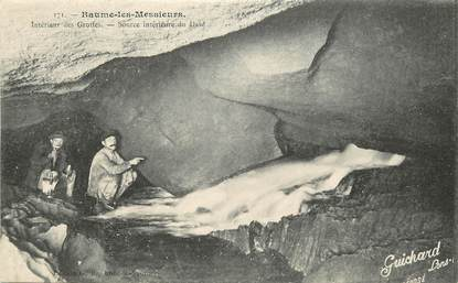 Baume les Messieurs, intérieure d'une grotte, une source