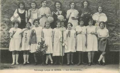 """CPA FRANCE 92 """"Patronage laïque de Sèvres, les cuisinières"""""""