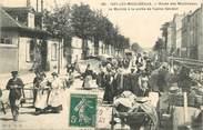 """92 Haut De Seine CPA FRANCE 92 """"Issy les Moulineaux, rte des Moulineaux, le marché à la sortie de l'usine Gévelot"""""""