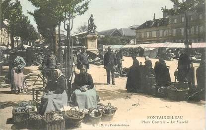 """CPA FRANCE 77 """"Fontainebleau, la Place Centrale, le Marché"""""""