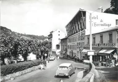 """/ CPSM FRANCE 63 """"Saint Nectaire, grande rue"""" / DS / CITROEN"""