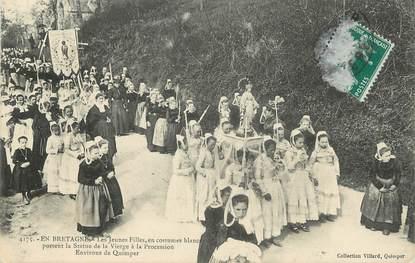 """/ CPA FRANCE 29 """"Environs de Quimper, les jeunes filles portent la statue de la vierge à la procession"""""""