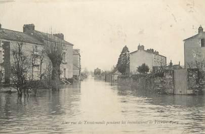 "/ CPA FRANCE 44 ""Une rue de Trentemoult"" / INONDATIONS"