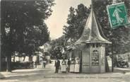 """03 Allier / CPA FRANCE 03 """"Néris Les Bains, sortie du parc, kiosque à journaux"""""""