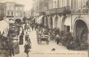 """33 Gironde / CPA FRANCE 33 """"Libourne, la place de l'hôtel de ville, le marché"""""""