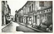 "13 Bouch Du Rhone CPA FRANCE 13 ""Tarascon, la rue des Halles, salon de coiffure"""