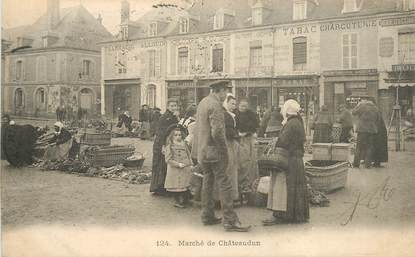 "CPA FRANCE 28 ""Chateaudun, le marché"""