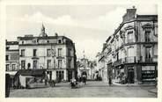 """72 Sarthe / CPA FRANCE 72 """"La Flèche, place Henri IV et le Prytanée"""""""
