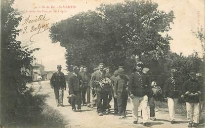 """CPA FRANCE 17 """"Ile de Ré, Saint Martin, arrivée des Forçats au dépôt"""""""