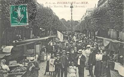 """CPA FRANCE 17 """"Rochefort sur Mer, le marché, rue de l'Arsenal"""""""