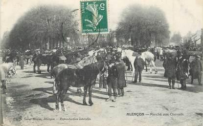 """CPA FRANCE 61 """"Alençon, le marché aux chevaux"""""""