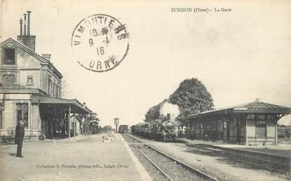"CPA  FRANCE 61 ""Surdon, la gare"" / TRAIN"