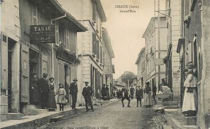 "CPA FRANCE 38 ""Izeaux, la grande rue"" """
