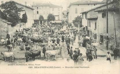 """CPA FRANCE 38 """"Beaurepaire, le marché aux bestiaux"""""""