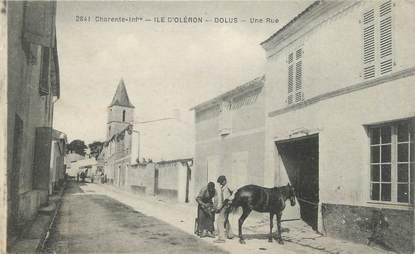 """/ CPA FRANCE 17 """"Ile d'Oléron, Dolus, une rue"""""""