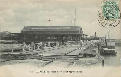 """/ CPA FRANCE 17 """"La Pallice, gare maritime et appontements"""""""