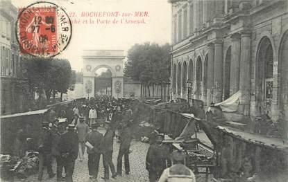 """/ CPA FRANCE 17 """"Rochefort sur Mer, marché et la porte de l'arsenal"""""""