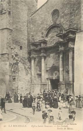 """/ CPA FRANCE 17 """"La Rochelle, Eglise Saint Sauveur, le portail, sortie de messe"""""""