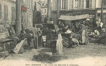 """CPA FRANCE 80 """"Amiens, un coin du Marché à réderies"""""""