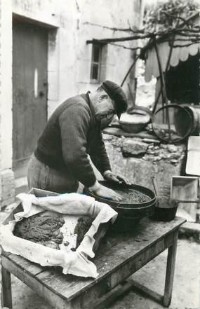 """/ CPSM FRANCE 17 """"Talmont sur Gironde, dans les coulisses de la préparation du caviar"""""""